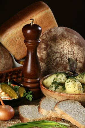 edibles: close-up di pane fatto in casa e altri commestibili