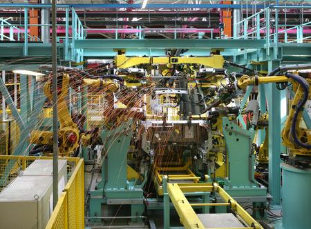 lopende band: moderne geautomatiseerde assemblagelijn voor auto's
