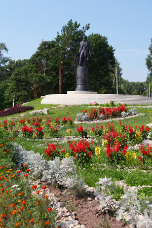 elabuga: Monument to the great artist Ivan Shishkin in Elabuga in summer Stock Photo