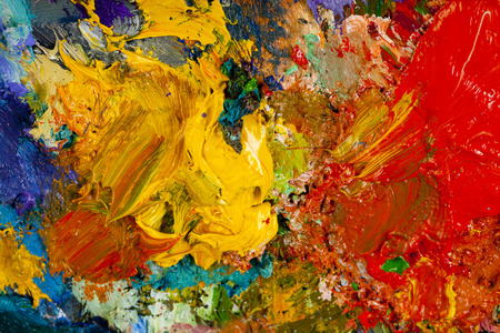 macro kunstenaar palet, textuur gemengde olieverf in verschillende kleuren en verzadiging studio