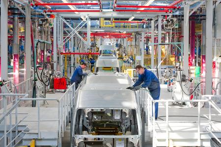 """asamblea: Yelabuga, Rusia - 12 de mayo 2014: Asamblea veh�culos de l�neas planta de Ford Sollers en la zona econ�mica especial """"Alabuga"""""""