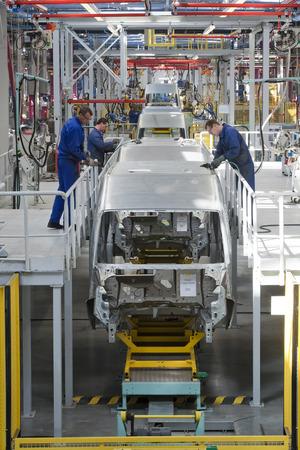 """Yelabuga, Russland - 12. Mai 2014: Montagelinie Fahrzeuge Ford Sollers-Werk in der Sonderwirtschaftszone """"Alabuga"""" Standard-Bild - 30920859"""