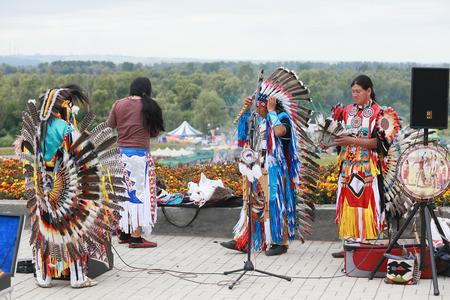 zampona: Yelabuga, Rusia - 03 de agosto 2014: Rendimiento de Wuauquikuna de Ecuador en la Feria Anual de Spasskaya en la Shishkin Estanques en Yelabuga. Editorial