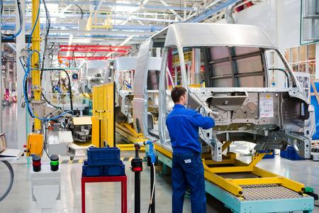 "Yelabuga, Rusland - 12 mei 2014: assemblagelijn voertuigen Ford Sollers plant in de speciale economische zone ""Alabuga"" Stockfoto - 31564475"