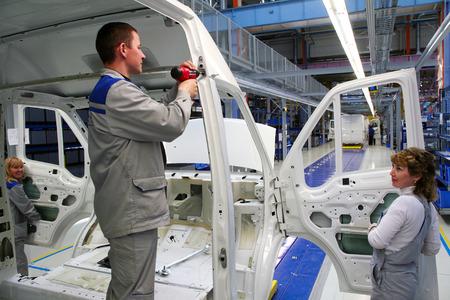 "Yelabuga, Rusland - 16 mei 2008: De lancering voertuig assemblagelijn transportband fabriek Sollers-Jelaboega in de speciale economische zone ""Alabuga"" mei 2008"