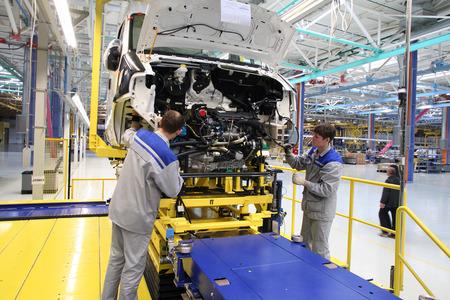 """Yelabuga, Russie - le 16 mai 2008: L'usine de montage de convoyeur de ligne lanceurs Sollers-Elabuga dans la zone économique spéciale """"Alabuga"""" mai 2008 Éditoriale"""