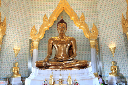 wat traimit: BANGKOK, THAILAND - December 15, 2014: Wat Traimit, Famous for its gigantic, three-meters tall and 5.5 tons Buddha Image, made of solid gold during the Ayutthaya period in BANGKOK, THAILAND.