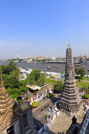 rising sun: BANGKOK, THAILAND - December 15, 2014: Wat Arun (Temple of Dawn) Temple derives name from the Hindu god Aruna, personified as the radiations of the rising sun. Editorial
