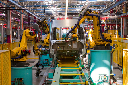 lopende band: Yelabuga, Russia - May 12, 2014: assembly line vehicles Ford Sollers plant in the special economic zone Alabuga