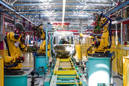 """mecanica industrial: Yelabuga, Rusia - 12 de mayo 2014: el montaje de vehículos de línea planta de Ford Sollers en la zona económica especial """"Alabuga"""""""