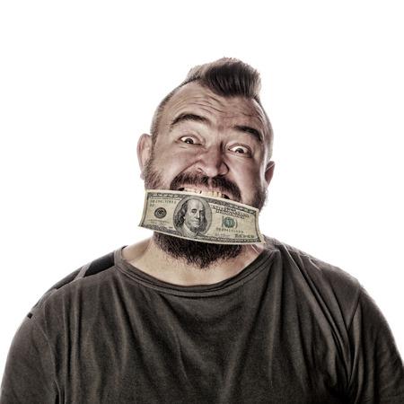 close-up portret van een man met een bord in zijn mond op een witte studio achtergrond Stockfoto