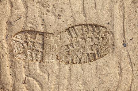 huellas de pies: textura de la arena. huellas en la arena.