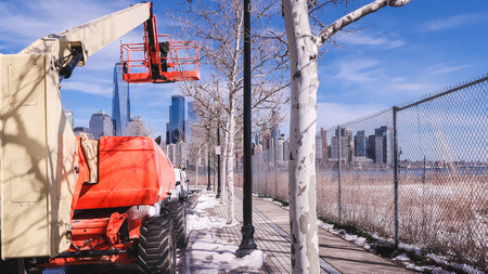 A tow truck for cutting branches on a tree in Jersey City, USA 스톡 콘텐츠