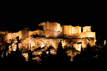 People silhouettes in the foreground, with Acropolis night view at the background, Athens, Greece Banque d'images