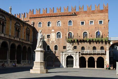 dante alighieri: Piazza Dante in Verona, Italy