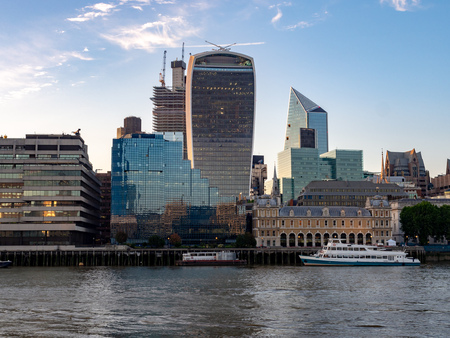 Modern buildings and Old Billingsgate at London bridge, UK Reklamní fotografie - 110002997