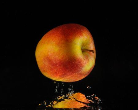 apple falling in water illusion
