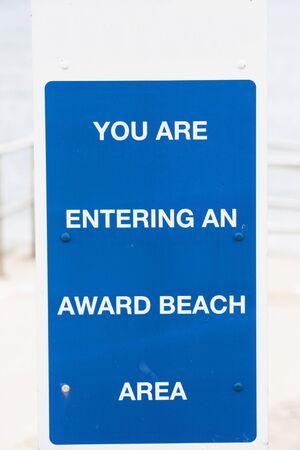 bathers: Messaggio ai bagnanti visitando una spiaggia in Grecia