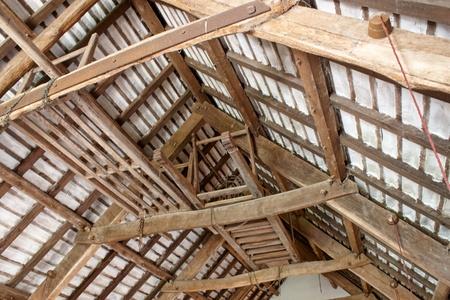 craftmanship: The craftmanship of old interior roof beams
