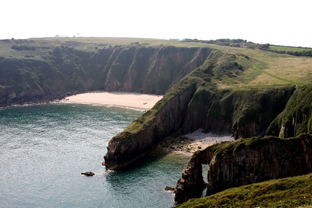 pembrokeshire: Skrinkle Haven in Pembrokeshire viewed from the coastal path Stock Photo