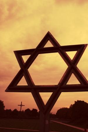 terezin: Stella di David a Terezin con il tramonto cielo