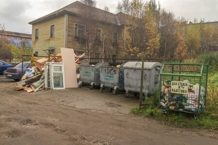 A lot of garbage in the streets in murnmansk, russia