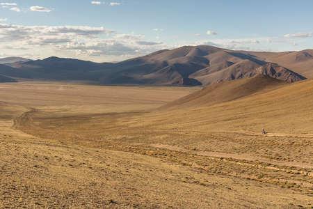 Mongolia landscape with nomad yurts Mongolian nomad on a motorcycle Stockfoto