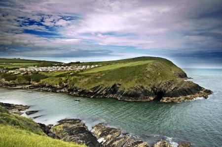 Un bello paisaje de acantilados típica en Cork, Irlanda