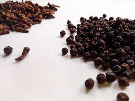 combination: Peppercorns and Cloves Spice Combination