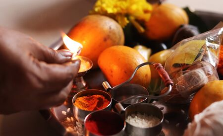 Lighting up Flame of Indian Traditional Holy Dish Imagens