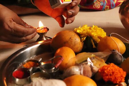 Lighting up Flame of Indian Traditional Holy Dish Stock fotó