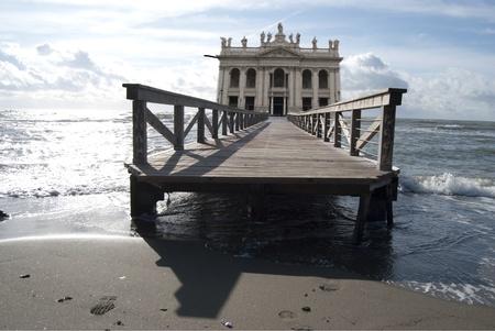 Rom. Basilika von St. John. Surrealistischen Bild Standard-Bild - 8582139