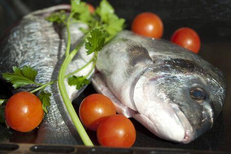 sautee: Cibo italiano. Alimentare benessere e salute. Il pesce fresco Archivio Fotografico