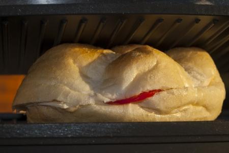 panino: Sandwwich italiano. Tomate a la parrilla panino Foto de archivo
