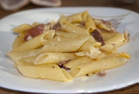 scamorza: Italian cuisine. Pasta with ham and scamorza