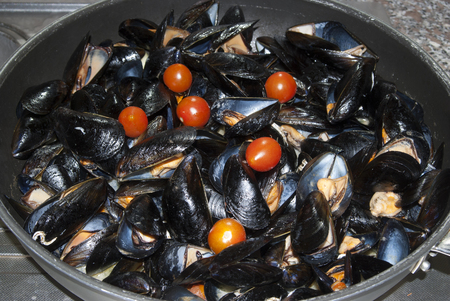 seafruit: Traditional sicilian recipe: peppered mussels with tomatoes