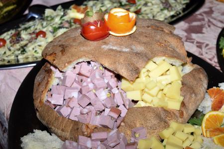 traditinal: traditinal  Italian dish:mortadella and cheese