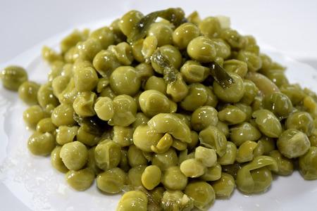 traditinal: traditinal  Italian food:stewed peas with onions
