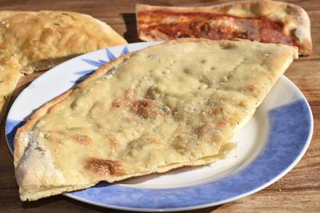 leavening: pizza stuffed with mozzarella and ham