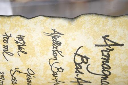 Etikett eines gealterten Armagnac mit Detail des Textes Standard-Bild - 44832375