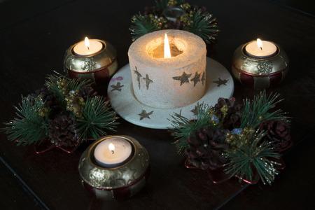 atmosfera: Atmósfera de la Navidad con las decoraciones y velas de la Navidad