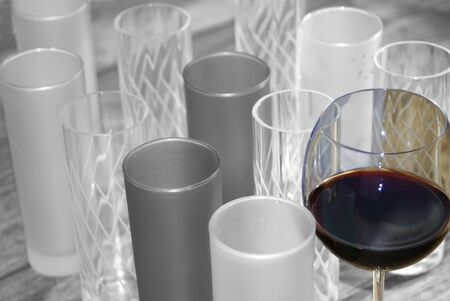 photo in black and white of glasses with a fltute of wine at color
