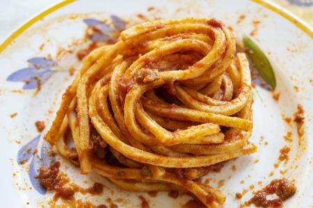 egg tonnarelli with pummarola or tomato sauce Standard-Bild - 115910771