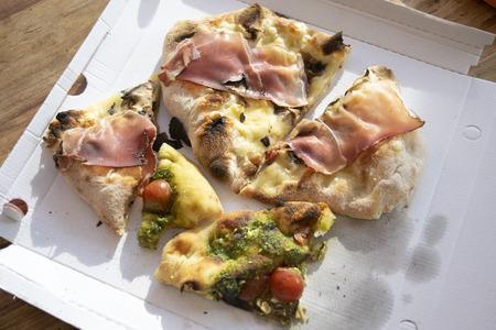 roman pinsa a typical roman kind of pizza Standard-Bild - 115910798