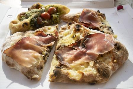 roman pinsa a typical roman kind of pizza Standard-Bild - 117470567