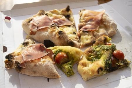roman pinsa a typical roman kind of pizza Standard-Bild - 115910807