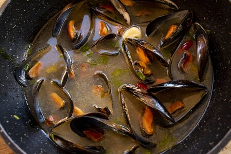 typical mussel soup called peppered mussels Stockfoto