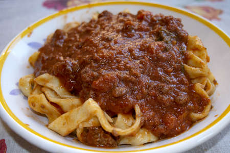 homemade tagliatelle with tomato sauce made with peeled tomatoes Stockfoto