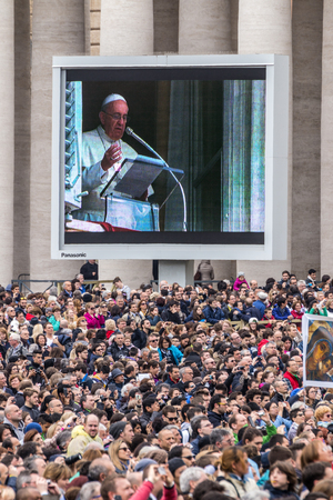 st  peter's square: Rome, 23 March 2014:  A group of believers, in St. Peters Square, careful listening to the Angelus of the Pope Francis. Pope Francis on the big screen. March 23, 2014, Vatican City, Italy Editorial