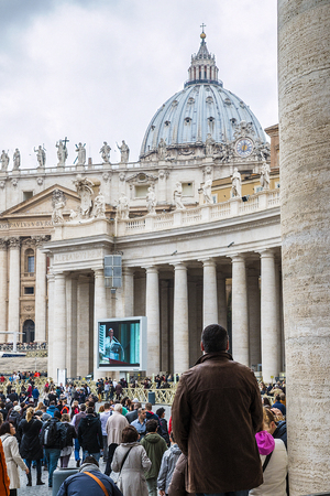 oration: Rome, 23 March 2014:  A group of believers, in St. Peters Square, careful listening to the Angelus of the Pope Francis. Pope Francis on the big screen. March 23, 2014, Vatican City, Italy Editorial